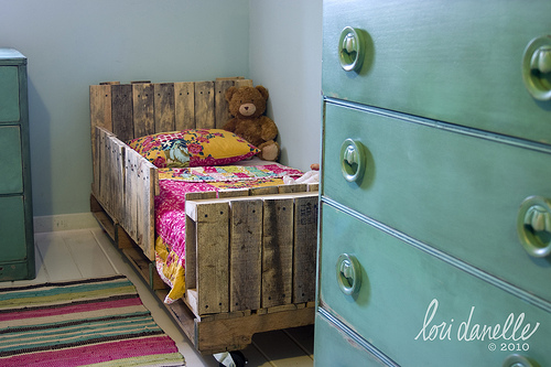 diy kinderbett aus paletten lilli green. Black Bedroom Furniture Sets. Home Design Ideas