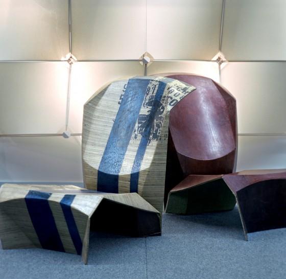 Loungesessel vom Mehrwerk-Designlabor hergestellt im Sandwichverbund aus Wellpappe und armierender Naturfaser