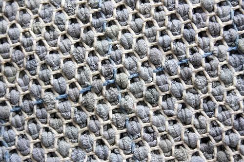 selber machen teppich aus alten t shirts lilli green magazin f r nachhaltiges design und. Black Bedroom Furniture Sets. Home Design Ideas