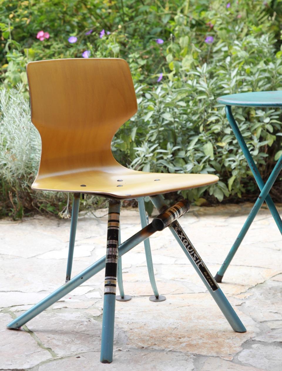 Formsitz upcycling design st hle aus alten fahrradrahmen for Stuhl upcycling