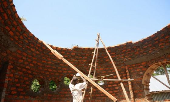 Cheap-Impact-Carbon-Neutral-Dome-Home-Kenya-3-1020x610