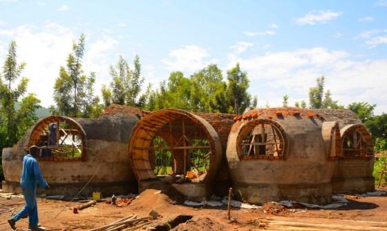 Cheap-Impact-Carbon-Neutral-Dome-Home-Kenya-lead-1020x610
