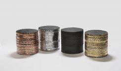 Khmissa, Rubber Stool R1, 2005, Gummi aus recycelten Reifen, Holzkorpus, Schaumstoffschicht auf Oberseite