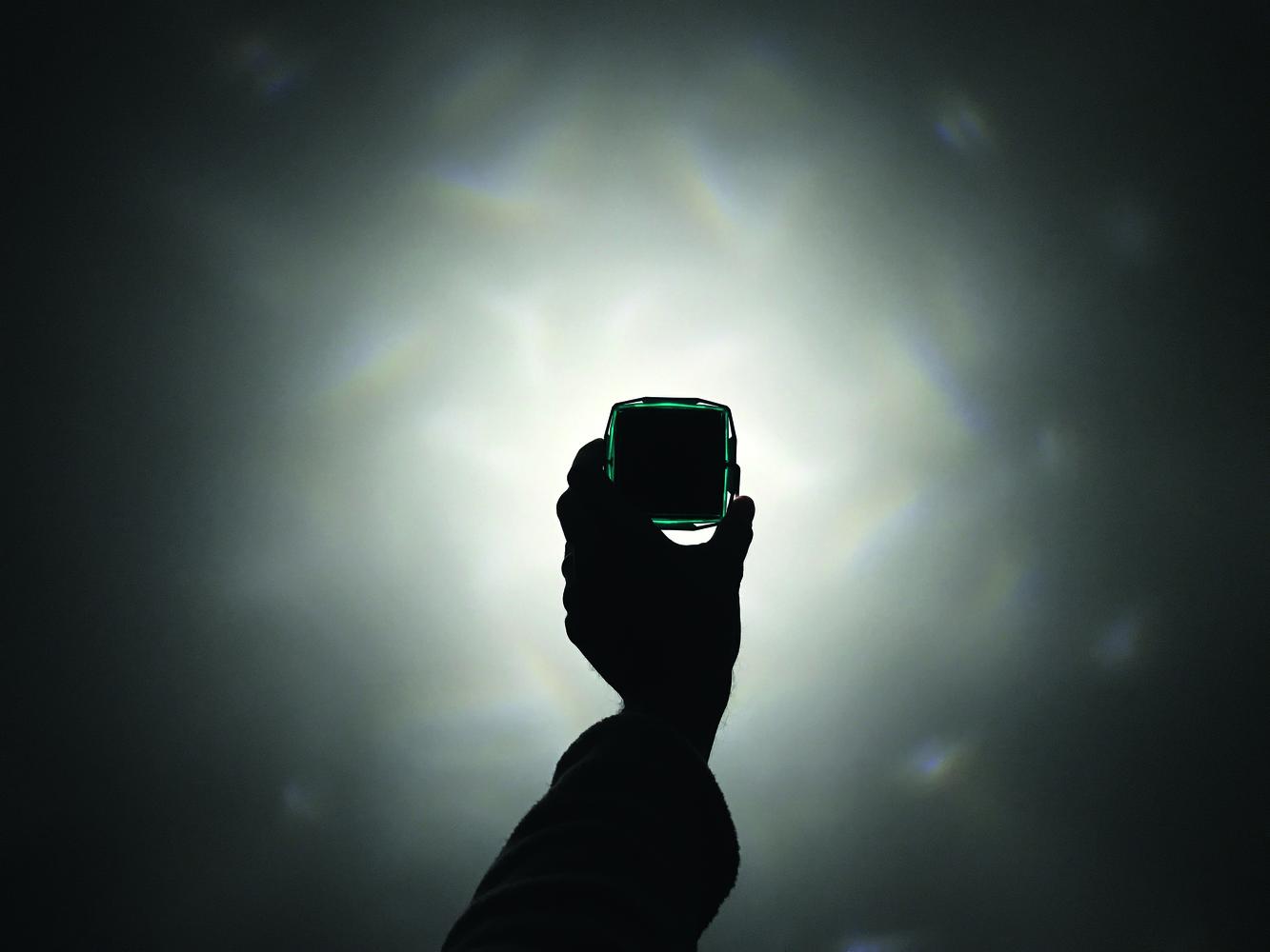 Little Sun Diamond: Wie eine kleine Solarlampe die Welt zum Leuchten ...