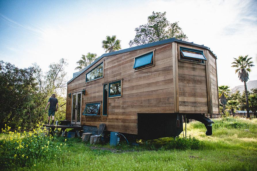 Tiny House recyceltem Holz