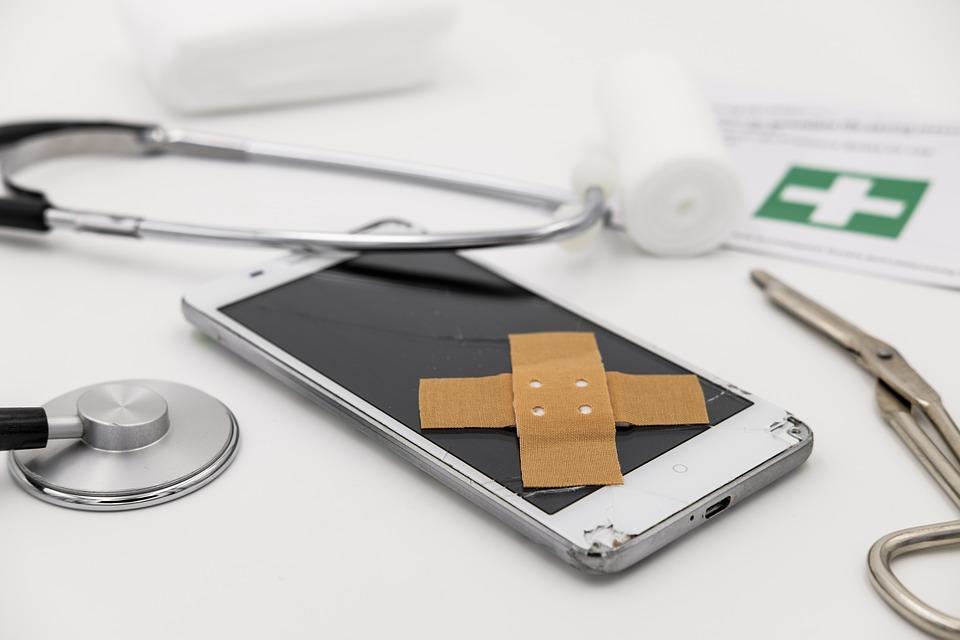 Handy Doktor - Smartphone beim Artzt