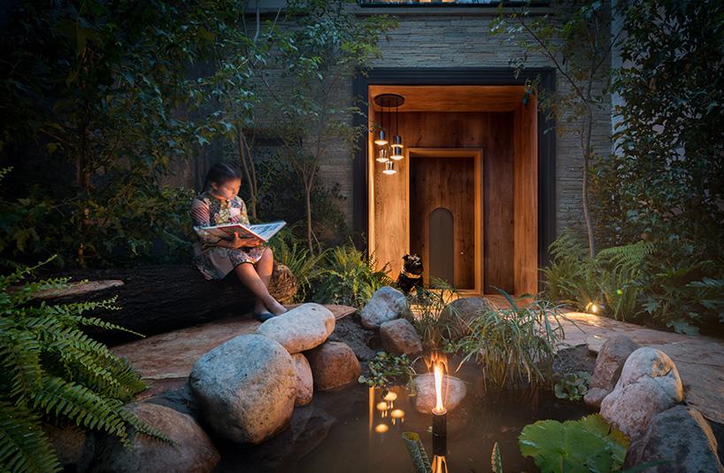 einzigartiges baumhaus aus glas verbindet natur und design. Black Bedroom Furniture Sets. Home Design Ideas