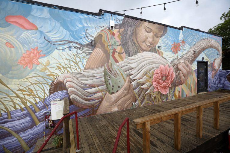 Meere retten mit Murals - Sea Walls - Frau mit Meerestiere
