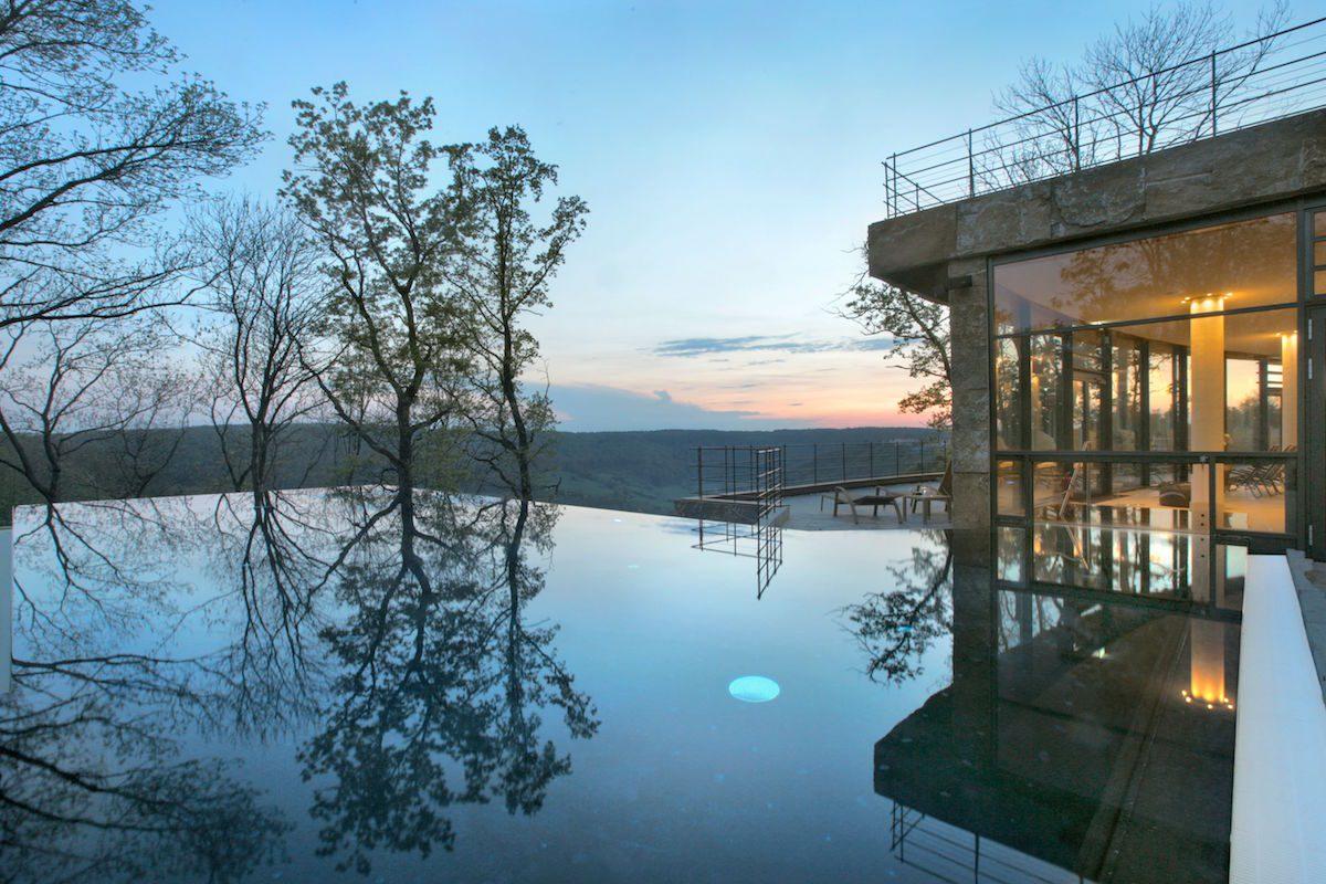 Mawell Resort mit Pool in der Natur