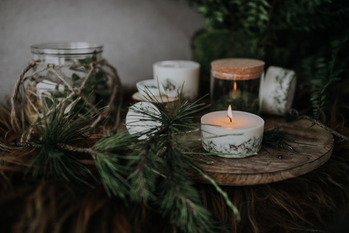 Kleine Geschenke - Oekologische Kerzen und Weihnachtsdeko