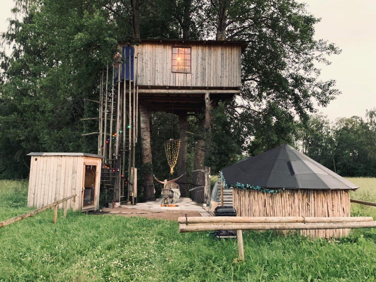 Uebernachten in der Natur: Baumhaus in Schweden
