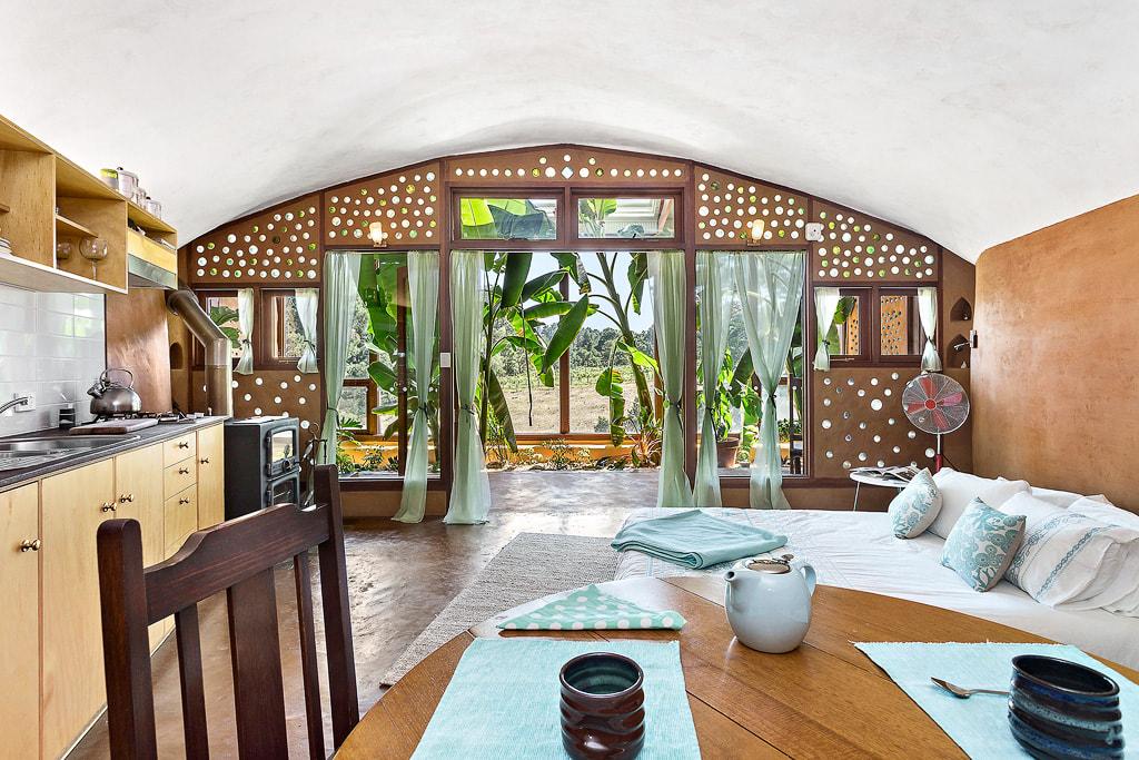 Erdhaus Innenarchitektur mit Indoor-Garten