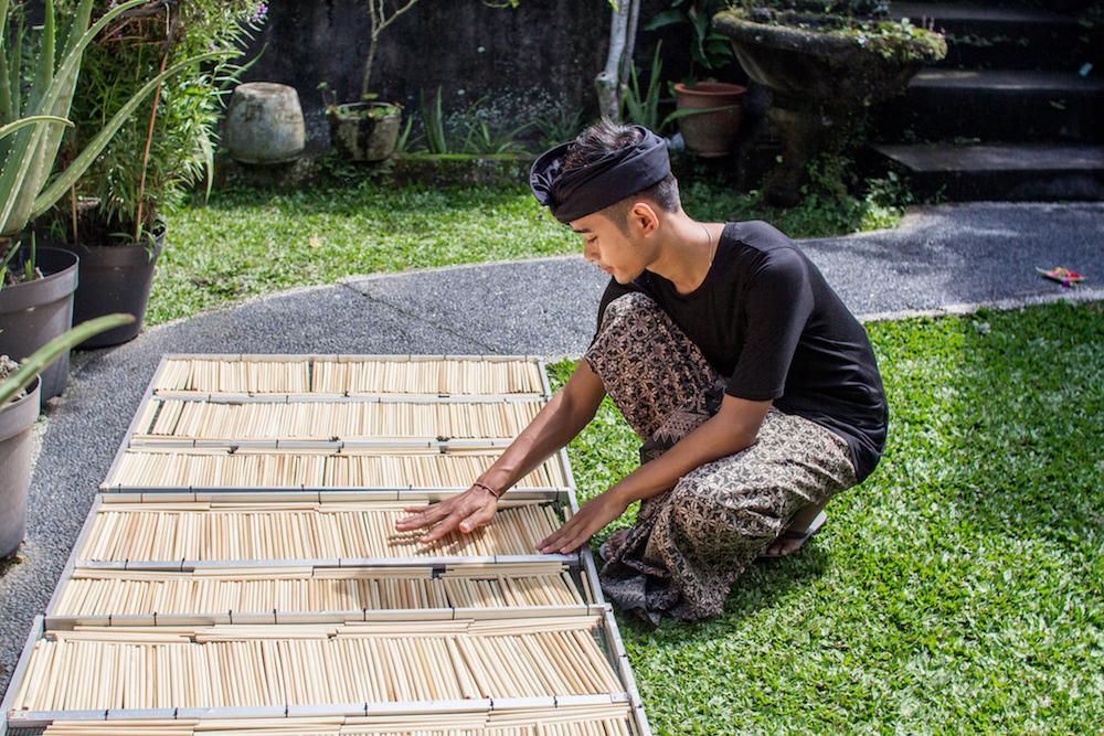 Bambusstrohhalme werden getrocknet
