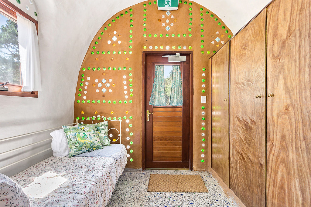 Earthship Architektur: Recycling Glasflaschen