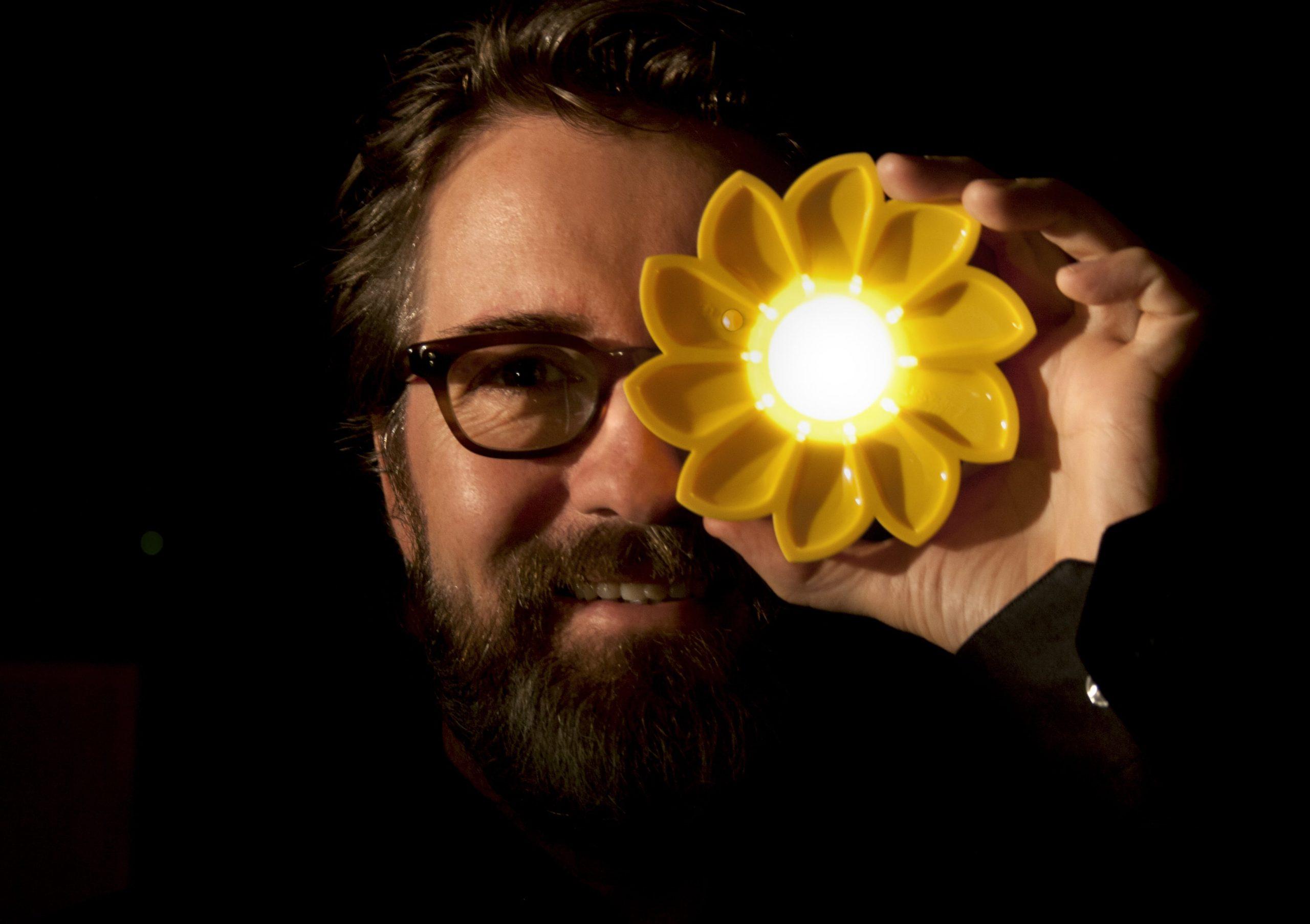 Olafur Eliasson mit Little Sun