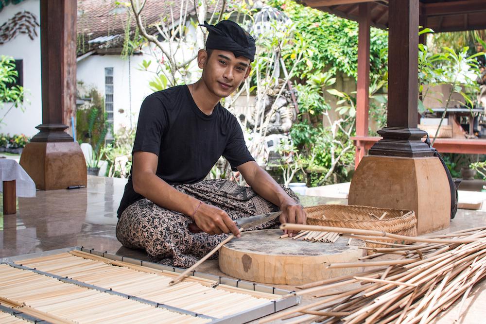 Produktion von Strohhalme aus Bambus auf Bali