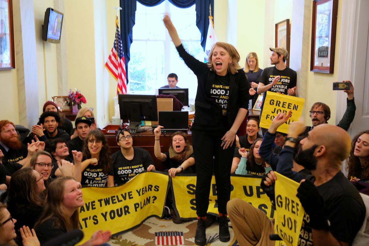 Sunrise Movement - Sit Inn Aktion im Office von Nancy Pelosi